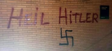 sobre les pintades nazis als loclas de l'obrera i de l'Associaciò Veïnalas de Gràcia