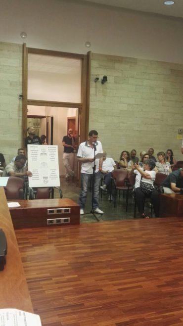 Las asociaciones vecinales de Campoamor y Espronceda en el Ple de l'Ajuntament